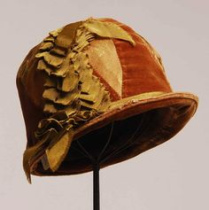 1920s Tan Velvet and Gold Taffeta Tiny Brim Cloche Hat