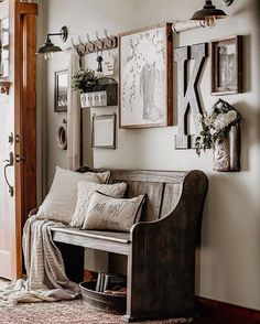 home decor recibidor nicole Vintage Decor, Rustic Decor, Farmhouse Decor, Antique Farmhouse, Farmhouse Bench, Room Decor, Wall Decor, Inspiration Wall, My Living Room