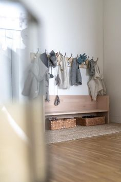 Going out within 5 min. With two children. Without stress., DIY children& wardrobe for two children make yourself: Rausgehen in 5 Min. Decoration Ikea, Decoration Entree, Diy Kallax, Closet Ikea, Baby Room Boy, Kitchen Ikea, Childrens Wardrobes, Diy Home Decor Rustic, Diy Wardrobe