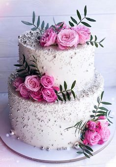 32 Jaw-Dropping Pretty Wedding Cake Ideas - Wedding cakes A delicious cake is the sweetest ending to a perfect wedding celebration. If you're looking for wedding cake inspiration, browsing through wedding cake pictures. Pretty Wedding Cakes, Floral Wedding Cakes, Wedding Cakes With Flowers, Elegant Wedding Cakes, Beautiful Wedding Cakes, Wedding Cake Designs, Beautiful Cakes, Wedding Themes, Wedding Colors
