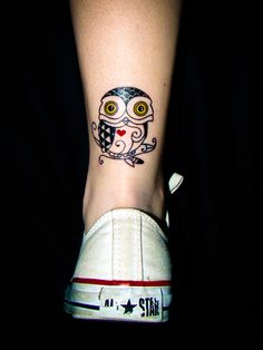 owl ink - like the position Small Girl Tattoos, Cute Small Tattoos, Cute Tattoos, Beautiful Tattoos, Tatoos, Weird Tattoos, New Tattoos, Fearless Tattoos, Cute Owl
