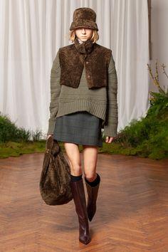 Simonetta Ravizza Fall 2020 Ready-to-Wear Fashion Show - Vogue Fashion 2020, Runway Fashion, Fashion Show, Womens Fashion, Fashion Design, Fashion Trends, Milan Fashion, Knitwear Fashion, Knit Fashion