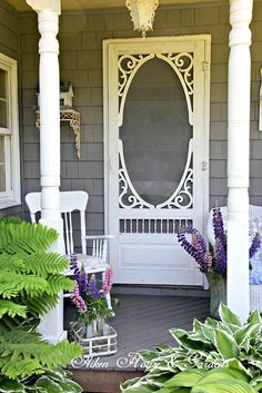 We will be looking into exterior door design ideas, after all, they're the welcoming point to your home. Get going and check the exterior door design that. Vintage Porch, Vintage Home Decor, Vintage Metal, Shabby Vintage, Porte Diy, Vintage Screen Doors, Veranda Design, Diy Screen Door, Sweet Home