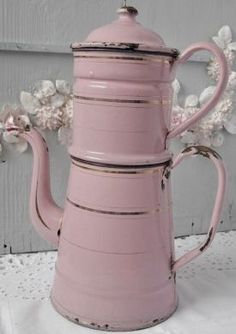 Painted Cottage Romantic Queen /Full Shabby Hot Pink Bed this wallpap. Pink Love, Pretty In Pink, Hot Pink, Vintage Pink, French Vintage, Vintage Party, Etsy Vintage, French Antiques, Vintage Antiques