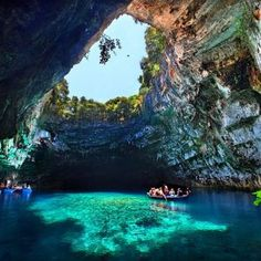 photo-of-the-week-trivago-blog-Melissani Lake-Kefalonia-Island- Greece-photo-by-jabuka2011