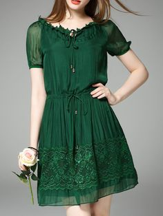 ¡Cómpralo ya!. Green Tie Neck Drawstring Shift Lace Dress. Green Short Sleeve Polyester A Line Short Plain Fabric has no stretch Summer Casual Day Dresses. , vestidoinformal, casual, informales, informal, day, kleidcasual, vestidoinformal, robeinformelle, vestitoinformale, día. Vestido informal  de mujer color verde de SheIn.