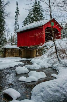 Covered bridge on a snowy winter day. You can find Covered bridges and more on our website.Covered bridge on a snowy winter day. Hirsch Illustration, Beautiful World, Beautiful Places, Old Bridges, Country Barns, Country Roads, Big Country, Winter Scenery, Winter Pictures