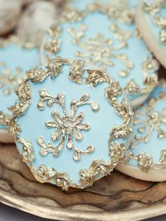 Rosamaria G Frangini ♔♔♔ Masquerade au Château ♔♔♔ Tiffany Blue and Silver Cookies ¨¨¨ Something Blue Fancy Cookies, Iced Cookies, Cupcake Cookies, Cookies Et Biscuits, Gourmet Cookies, Sugar Cookies, Cupcakes, Cookie Designs, Cookie Ideas