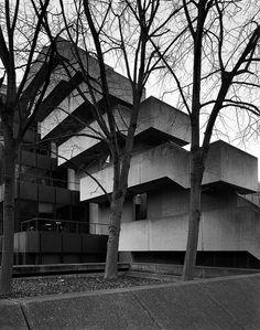 Institute of Education, London by Sir Denys Louis Lasdun. House of Ujina / MAKER Architecture Architecture Design, London Architecture, Gothic Architecture, Amazing Architecture, Installation Architecture, Concrete Architecture, Building Architecture, Bauhaus, Colani