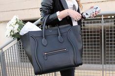 Cèline Boston: comoda e trendy. Affittala tu wu www.rentfashionbag.it ad un prezzo incredibile....