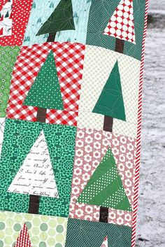 This modern pine-tree quilt is a fun and fast finish. Tutorial for a simple improv tree block - make two at once for a fast finish. Great for fabric busting Quilted Christmas Gifts, Fabric Christmas Trees, Christmas Sewing, Christmas Crafts, Christmas Tables, Christmas Ideas, Christmas Cushions, Christmas Decorations, Christmas Tree Quilt Block Patterns