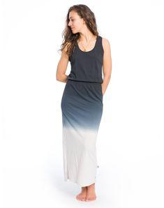 Dieses Maxikleid ist durch den Dip Dye Effekt ein wahrer Hingucker! Durch das elastische Gummiband an der Taille gibt es dem Kleid eine schöne Form u… Form, Dip, Dresses, Fashion, Sustainable Fashion, Dress Skirt, Clothing, Nice Asses, Salsa