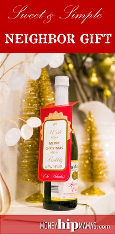 "Cute and easy Neighbor Christmas Gift: Martinelli's Bottle with ""We wish you a MERRY CHRISTMAS and a BUBBLY New Year!"" - Customize with your name. (Free Printable) From Money Hip Mamas"