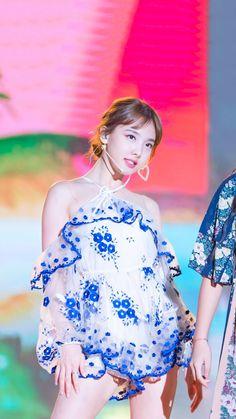愼 ☼ ριητεrεsτ policies respected.( *`ω´) If you don't like what you see❤, please be kind and just move along. Nayeon, Cute Asian Girls, Cute Girls, Korean Beauty, Asian Beauty, Cute Japanese Girl, Mode Hijab, Stage Outfits, Extended Play