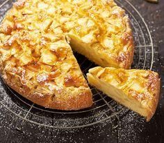 Op een koude winterdag is het zalig om zoet te genieten van een stukje zelfgebakken appel-yoghurtcake. Deze cake bevat geen boter, wel fruit in overvloed.