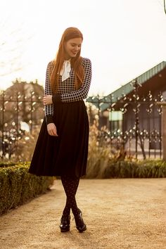 Retro black and white outfit with checks, polka dots and a tulle midi skirt