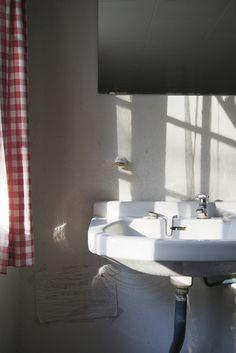 Scandinavian country style bathroom - Romsø27CharlotteSchmidtOlsen.jpg