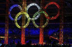 Zusammenhalt: Die olympischen Ringe erstrahlen im Stadion von Turin.