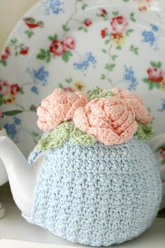 Tea time is most of the people's favorite time and here we will share 99 Pretty & Marvelous Crochet Tea Cozy Pattern marvelous ideas to make it more special Crochet Cozy, Love Crochet, Beautiful Crochet, Crochet Crafts, Crochet Flowers, Crochet Projects, Crochet Granny, Hand Crochet, Coco Rose Diaries