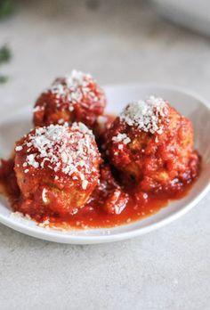 Easy Crockpot Quinoa Turkey Meatballs | Healthy Crockpot Mini Turkey Meatballs I howsweeteats.com