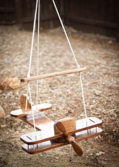 Уличные качели для дачи: как сделать своими руками и 40 наиболее вдохновляющих идей для детей и взрослых http://happymodern.ru/detskie-ulichnye-kacheli-dlya-dachi-41-foto-kak-sdelat-svoimi-rukami/ Над такой деревянной качелей-самолетом придется повозиться, но результат того стоит, ваш ребенок будет чувствовать себя настоящим летчиком