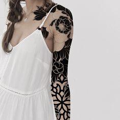 Side Tattoos Women, Tattoos For Women Half Sleeve, Sleeve Tattoos, Floral Thigh Tattoos, Black Tattoos, Cover Up Tattoos, Body Art Tattoos, Unique Tattoos, Beautiful Tattoos