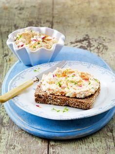 Auch Möhre eignet sich als leckerer Brotaufstrich. Mit etwas Frischkäse und frischer Kresse stellt dieser Aufstrich all seine Kollegen im Supermarkt in den Schatten.