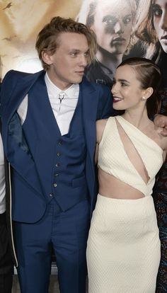 Lily Collins and Jamie Campbell-Bower   22 Celebrity Couples Who Couldn't Give A Crap About Their Height Differences