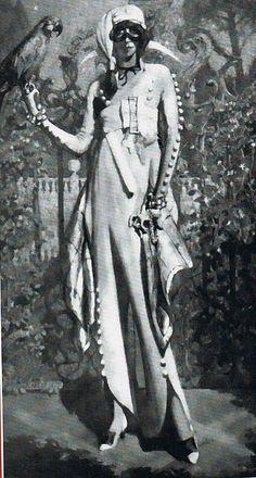 Marchesa Luisa Casati wearing Arlecchino Bianco - 1913 - Costume by Guiglio de Blaas - @Mlle