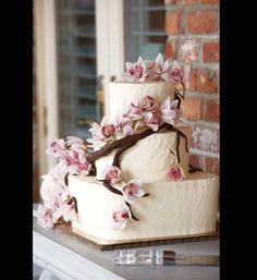Torta nuziale con fiori di ciliegio