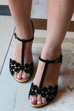 black & gold sandals, not usually the kind of thing I like but for some unknown reason, I do ?