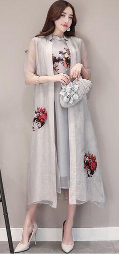 Trendy - Under Wear Kurta Designs, Blouse Designs, Modest Fashion, Fashion Outfits, Womens Fashion, Modele Hijab, Cheongsam, Indian Designer Wear, Pakistani Dresses
