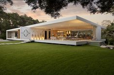 Creative and Modern glass house examples! Modern Glass House, Modern House Plans, Modern House Design, Modern Architecture House, Architecture Design, Living Haus, Screened Porch Designs, Unusual Homes, House With Porch