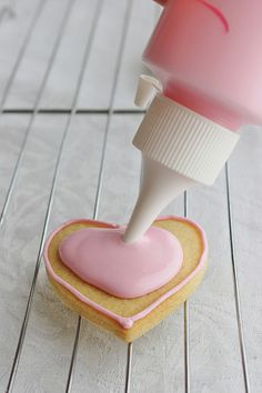 How to ice Conversation Heart Cookies by lydiabakes