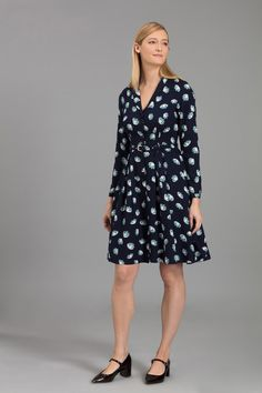 This beautiful flower print shirt dress features a belted waist and pleated  A-line skirt 0a28536794