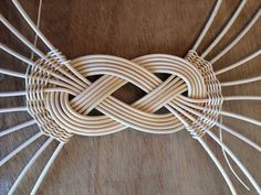The Josephine Knot is a design that dates back for thousands of years. The uni. - The Josephine Knot is a design that dates back for thousands of years. The unique twist can be found in numerous artistic forms. Newspaper Basket, Newspaper Crafts, Paper Weaving, Weaving Art, Weaving Process, Weaving Techniques, Basket Weaving Patterns, October Crafts, Willow Weaving