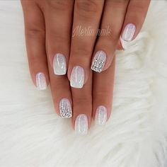 False nails have the advantage of offering a manicure worthy of the most advanced backstage and to hold longer than a simple nail polish. The problem is how to remove them without damaging your nails. Popular Nail Designs, Nail Art Designs, Glitter Nail Designs, Silver Nail Designs, Popular Nail Colors, New Years Nail Designs, French Manicure Designs, Fingernail Designs, Tattoo Designs