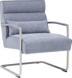 Fauteuil Knokke is een ware blikvanger met zijn ietwat robuustere, retrolook. Het zitkussen is gevuld met hoogwaardig polyether rustend op een solide nosagvering, deze combinatie zorgt voor een heerlijk zitcomfort.  De kuip is gestoffeerd met een luxe blauw-grijze stof, en rust op een ijzersterke RVS sledepoot. Met fauteuil Knokke zit u in stijl!