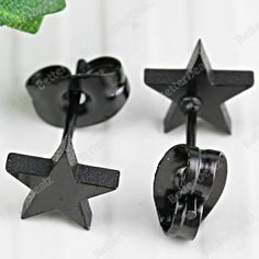 0.7mm cheap jewelry.Pin Black Stainless Steel Star Stud Earring 1 Pair