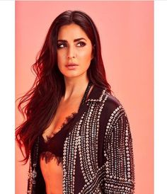 Katrina Kaif is a established Bollywood Actress who was born in HongKong but was brought up in London , UK and is now one of the highest paid actress in th Katrina Kaif Hot Pics, Katrina Kaif Photo, Gq Awards, Gq Men, Bollywood Stars, Indian Bollywood, Bollywood Girls, Look Alike, Indian Beauty