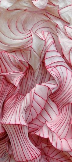 Paper sculpture by Peter Gentenaar  (details).