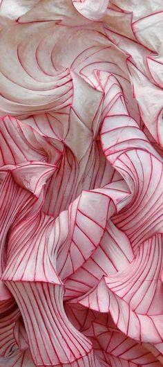 Paper sculpture by Peter Gentenaar. Texture inspiration for modern home decor inspiration. See more: http://www.brabbu.com/en/inspiration-and-ideas/