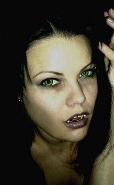 Crazy Piilolinssi -Wolf Black/Green -1 Vuosi | Cybershop Wolf Black, Halloween Stuff, Green, Halloween, Halloween Prop