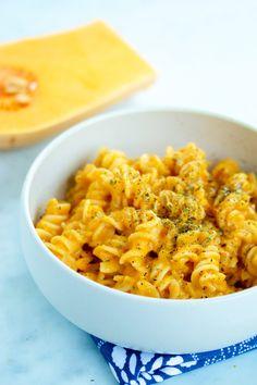 Pasta De Tomate Y Calabaza Rostizada. Tomate, cebolla y butternut squash rostizadas en el horno para hacer una salsa de pasta cremosa y deliciosa | pasta salad recipes | | pasta sauce recipes | | pastas | | pastas & noodles | noodles | | noodles recipes |  http://www.piloncilloyvainilla.com/