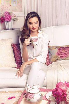 Miranda Kerr, Royal Albert Collection, tea set. #celebrities #tea May 22, 2014