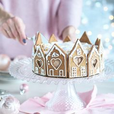 Waiting for Christmas? 💓 Suklaisen piparminttumarengilla hunnutetun piparijuustokakun ohje löytyy huomenna eli joulukuun ensimmäisenä päivänä blogista! Eikö ole ihanaa kun joulukuu on vihdoin täällä? 💓🌲 Herkullista viikonloppua! #anninuunissa