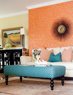 Mixing Patterns: Living room in teal, orange and white