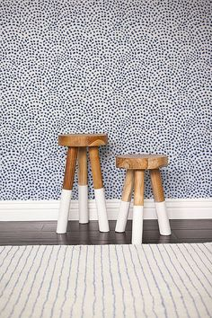 Self adhesive Cute Spot pattern Wallpaper / Scallop Removable Wallpaper / Wall Mural / Polka dot Wall sticker - 140 CATALINA/ SNOW