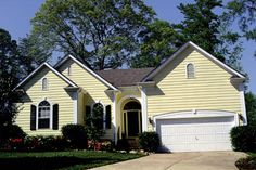 Traditional Style House Plan - 3 Beds 2 Baths 1383 Sq/Ft Plan #453-41 Exterior - Front Elevation - Houseplans.com