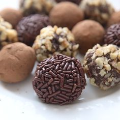 These delicious Chocolate Truffles are the definition of EASY homemade candy, with only 4 ingredients and so simple that anyone can help make them! Fun Baking Recipes, Sweet Recipes, Dessert Recipes, Cake Recipes, Delicious Chocolate, Homemade Chocolate Recipes, Easy Chocolate Truffles, Homemade Chocolates, Homemade Truffles